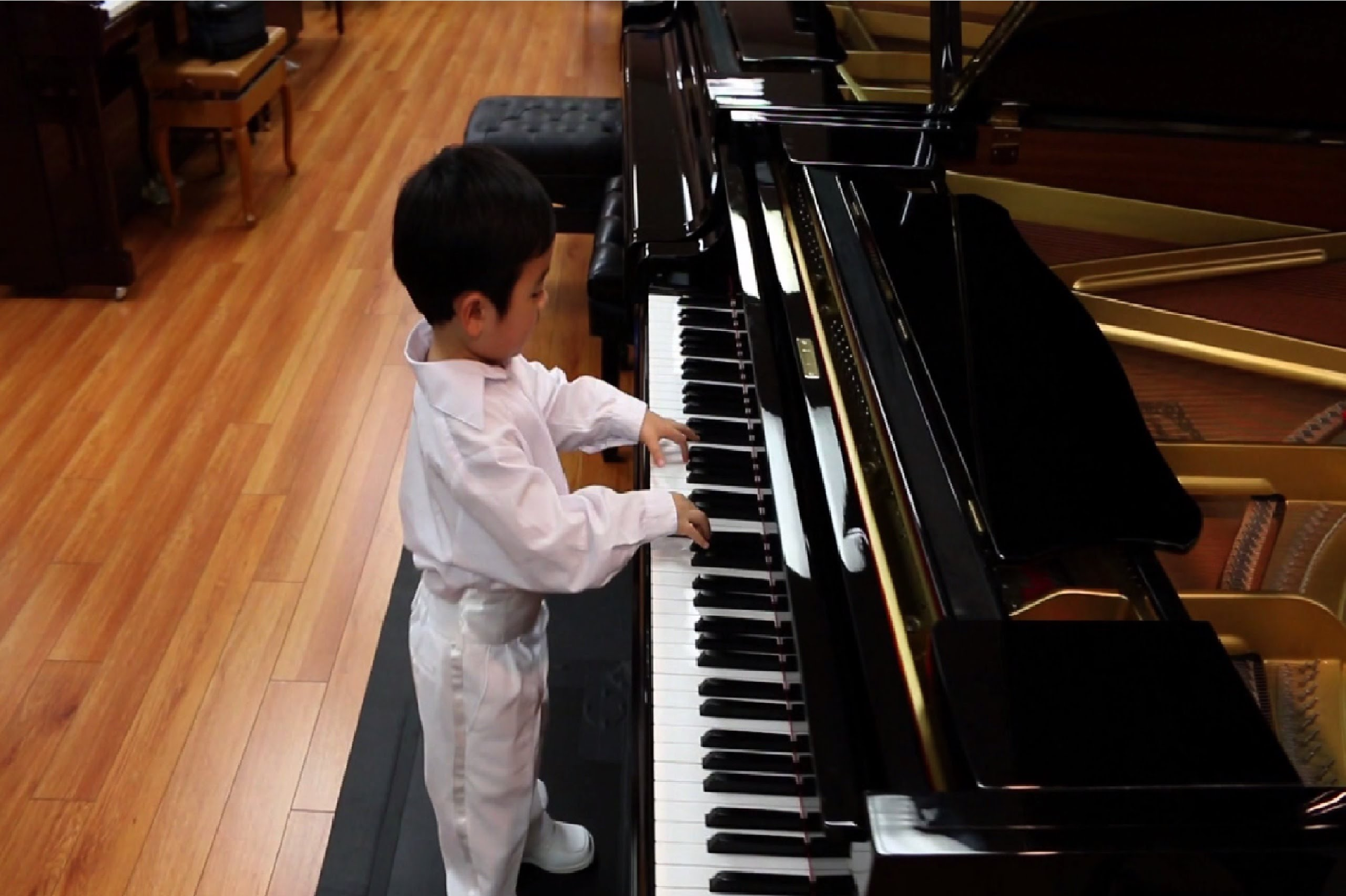 Child Prodigy Evan Le Plays Flight of the Bumblebee