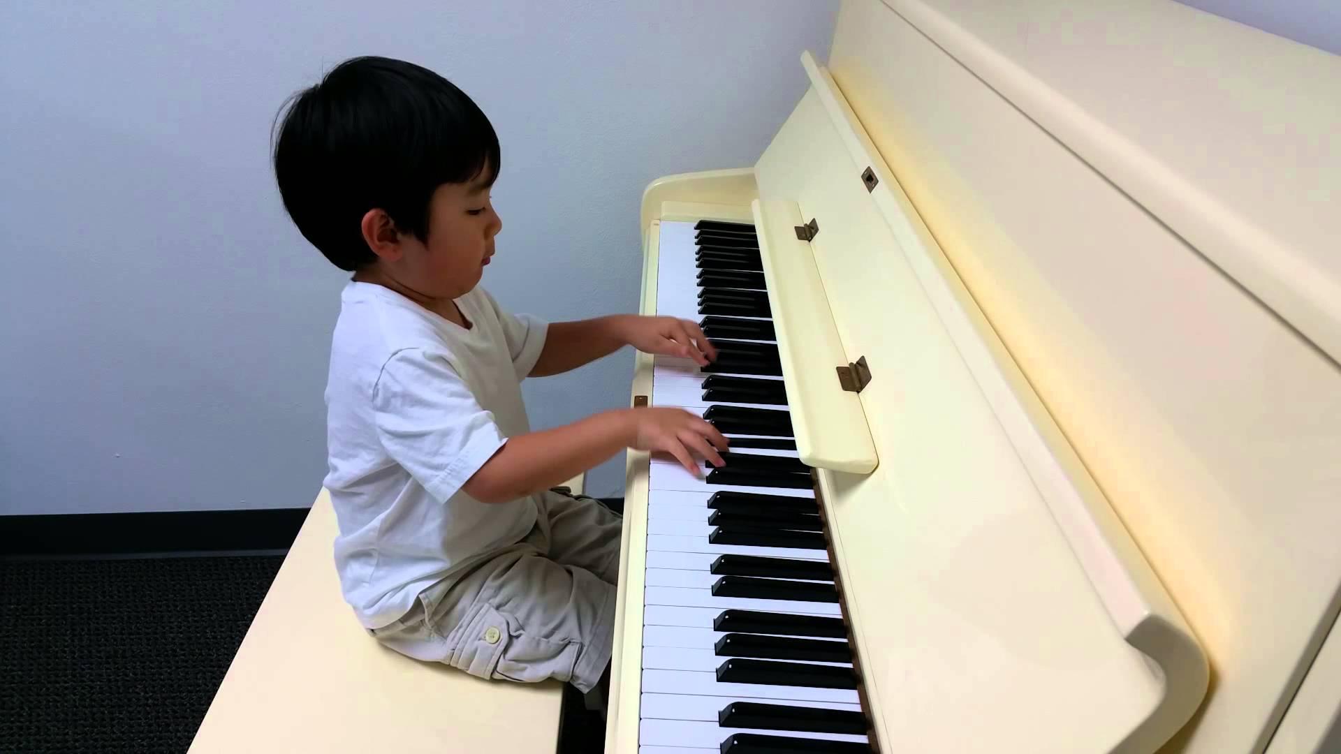 Child Prodigy Evan Le Plays Asturias