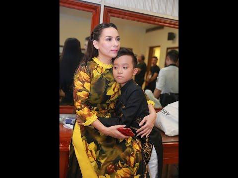 Hồ Văn Cường ôm chặt mẹ nuôi Phi Nhung trên sân khấu| Hồ văn cường hát cải lương hồ văn cường chung