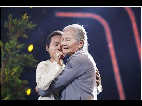 Khán giả giàn giụa nước mắt khi nghe Hồ Văn Cường hát 'Bà Năm'