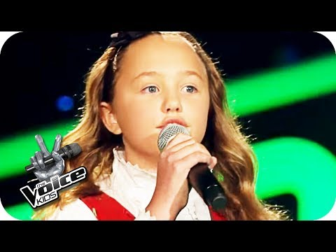The Beatles – Blackbird (Zoé-Loes) | The Voice Kids 2017 | Blind Auditions | SAT.1