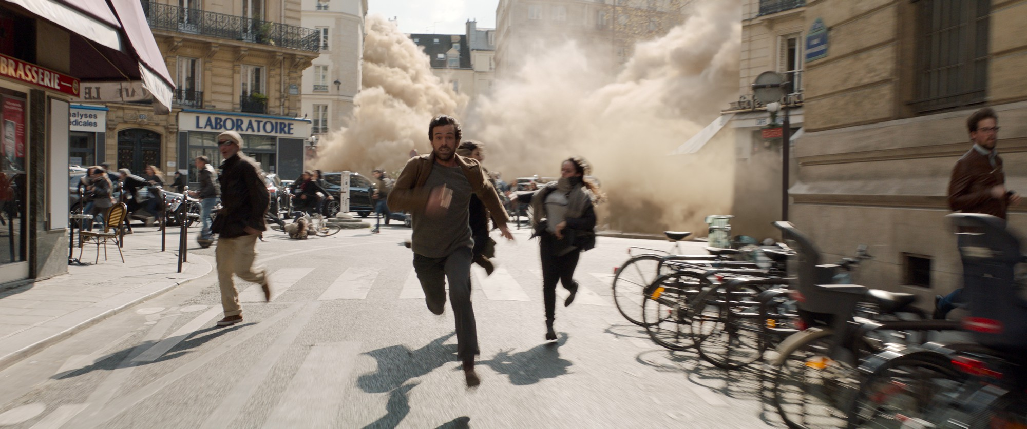 Kinh đô Paris hoa lệ bỗng chết sặc trong thảm họa của Màn Sương Chết - Ảnh 3.