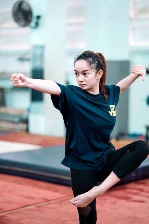 Kaity Nguyễn mướt mồ hôi luyện tập kungfu cho phim mới - ảnh 3
