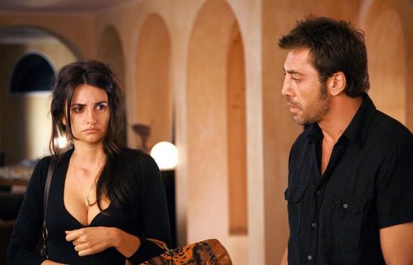 Chuyện tình của cặp vợ chồng quyền lực nhất xứ Tây Ban Nha: Yêu thắm thiết từ phim ra đời thật - Ảnh 4.