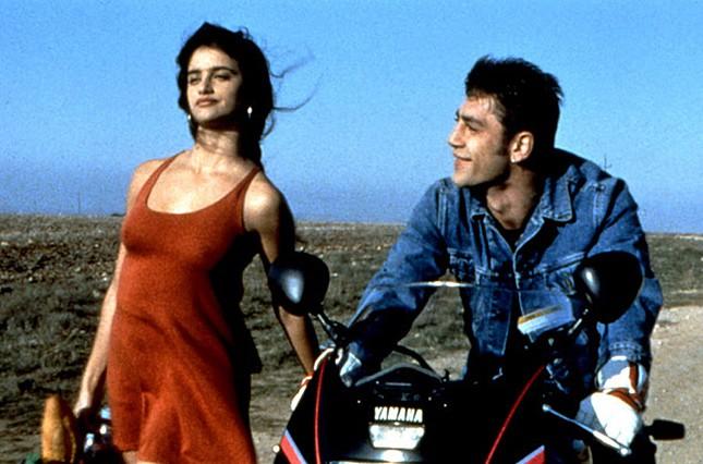 Chuyện tình của cặp vợ chồng quyền lực nhất xứ Tây Ban Nha: Yêu thắm thiết từ phim ra đời thật - Ảnh 2.
