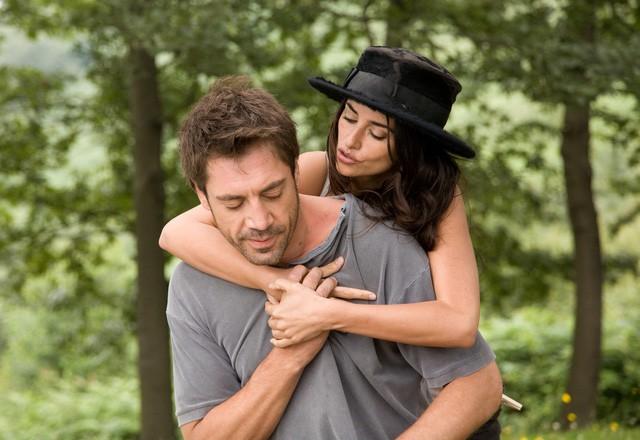 Chuyện tình của cặp vợ chồng quyền lực nhất xứ Tây Ban Nha: Yêu thắm thiết từ phim ra đời thật - Ảnh 3.