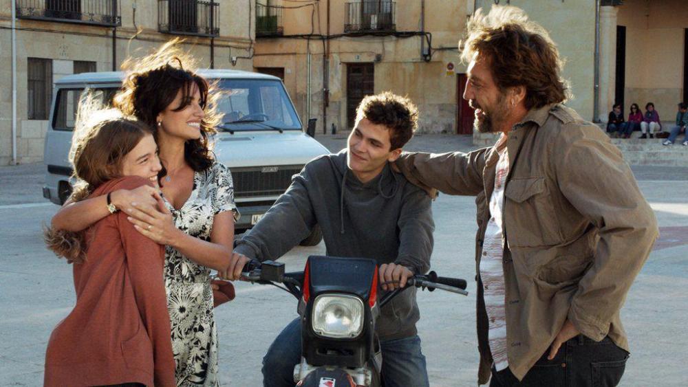 Chuyện tình của cặp vợ chồng quyền lực nhất xứ Tây Ban Nha: Yêu thắm thiết từ phim ra đời thật - Ảnh 7.