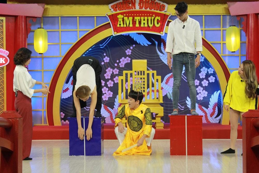 Trường Giang mê mẩn theo dõi màn tập yoga của Phương Trinh Jolie - Ảnh 6.
