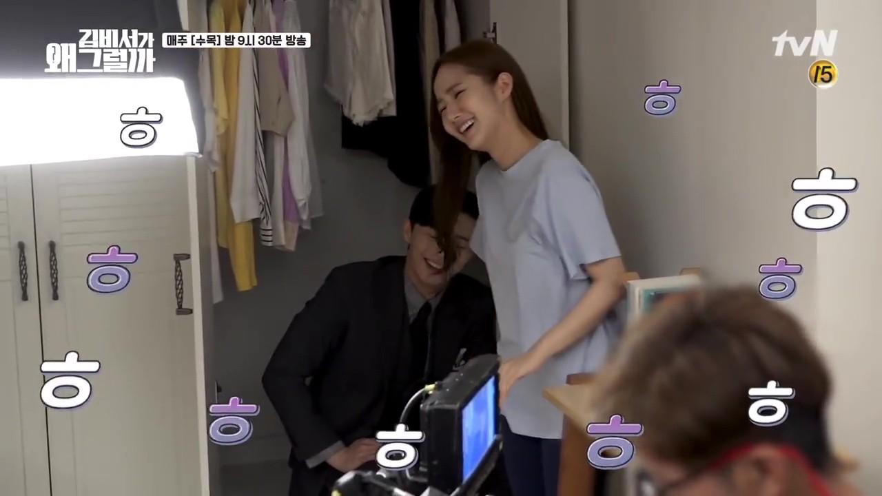 Thư Ký Kim: Phản ứng trái ngược của cặp đôi Park - Park và ekip sau cảnh hôn tủ quần áo - Ảnh 6.