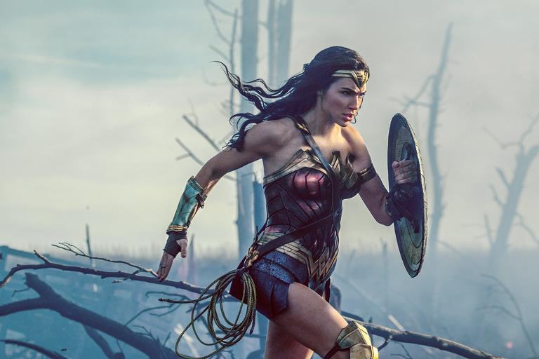 Bất ngờ với lý do các nữ siêu anh hùng màn ảnh đua nhau làm cô gái đến từ hôm qua - Ảnh 2.