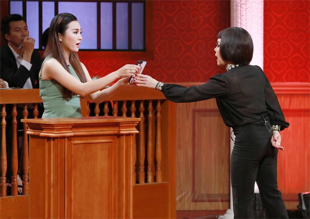 Phiên tòa tình yêu: Vợ Vinh Râu bất ngờ bật khóc nức nở sau khi bị chồng kiện ra tòa - Ảnh 4.