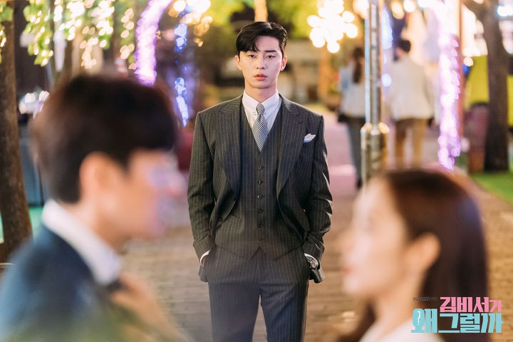 Bỏ style quý tộc, Phó Chủ tịch Park Seo Joon lột xác ngoạn mục khiến fan... cười rớt hàm - Ảnh 1.