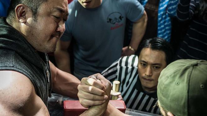 'Chuyện chàng cơ bắp' - Sự trở lại đầy cảm xúc của 'vua phòng vé' Ma Dong Seok - ảnh 1
