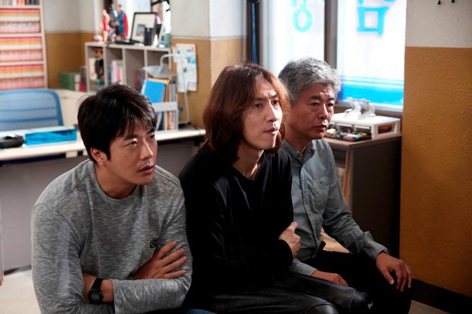 Đánh bại 'Jurassic World', 'Thám tử gà mơ' thống trị phòng vé xứ Hàn - ảnh 1