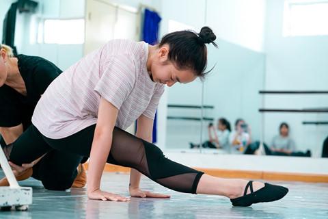 Kaity Nguyễn mướt mồ hôi luyện tập kungfu cho phim mới - ảnh 1