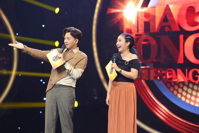 Nhạc hội song ca: Mang hit Cô gái mét 52 lên sân khấu, Kay Trần chiến thắng Mr.T với số điểm sát nút - Ảnh 1.