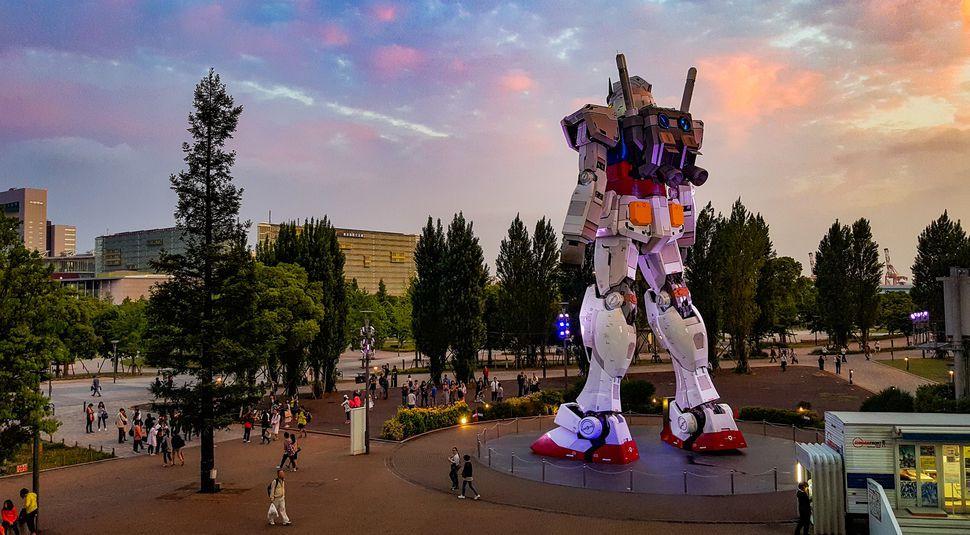 Người máy Gundam phiên bản người đóng chuẩn bị đại náo màn ảnh rộng - Ảnh 2.