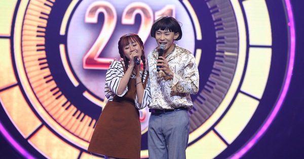 """Mang hit """"Cô gái mét 52"""" lên sân khấu, Kay Trần chiến thắng Mr.T với số điểm sát nút – Tivi Show"""