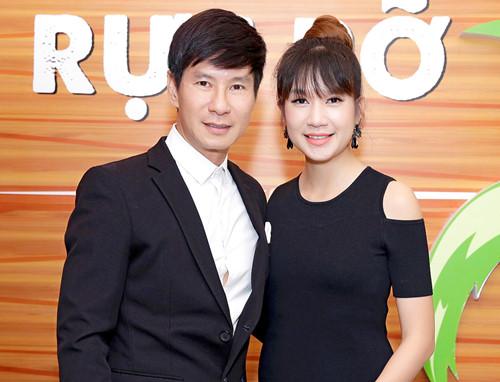 Vợ chồng Lý Hải – Minh Hà tình tứ đến chúc mừng đoàn phim 'Lộ mặt' | Văn hóa – Truyền Hình