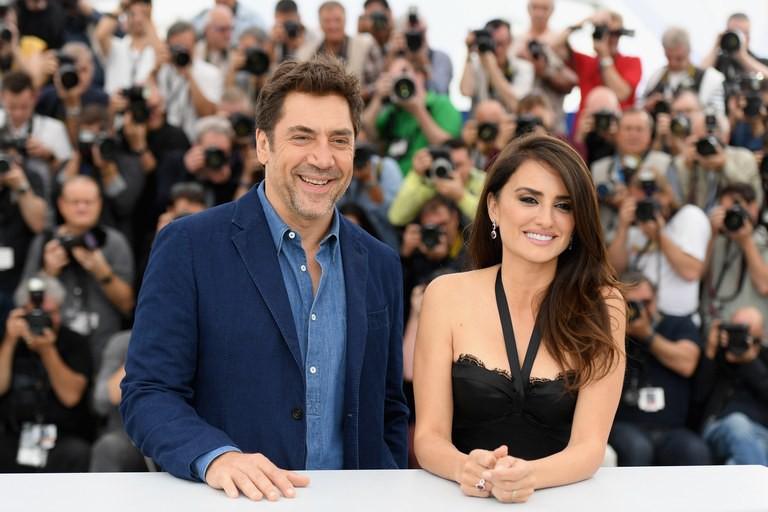 Chuyện tình của cặp vợ chồng quyền lực nhất xứ Tây Ban Nha: Yêu thắm thiết từ phim ra đời thật - Ảnh 1.