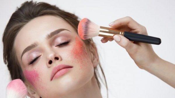 5+ Sai Lầm Khi Makeup Khiến Làn Da Bị Mụn